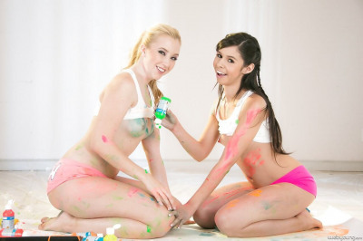 Teen lesbians Taylor Reed & Samantha Rone take selfies of their filthy fun