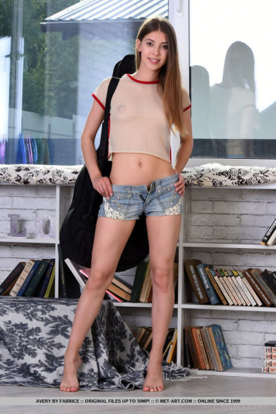 Beautiful teen model Avery ditches cutoff shorts to pose nude