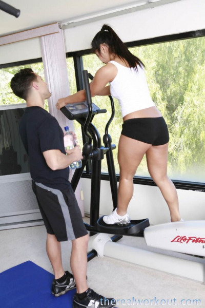 Japanese gal Christina Aguchi spreads her legs in the gym and takes boner